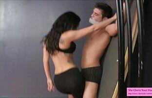 Alina H se déshabille et se masturbe sur une chaise film porno francais xxx en bois