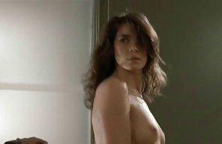 Les seins film porno gratuit xxx naturels de la salope rebondissent pendant qu'elle chevauche une cow-girl inversée