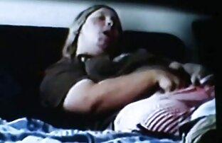 Une salope noire film porno en francais en streaming se prend une bite noire géante dans la bouche et la chatte et un soin du visage